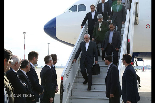 Zarif meets Polish officials on Monday