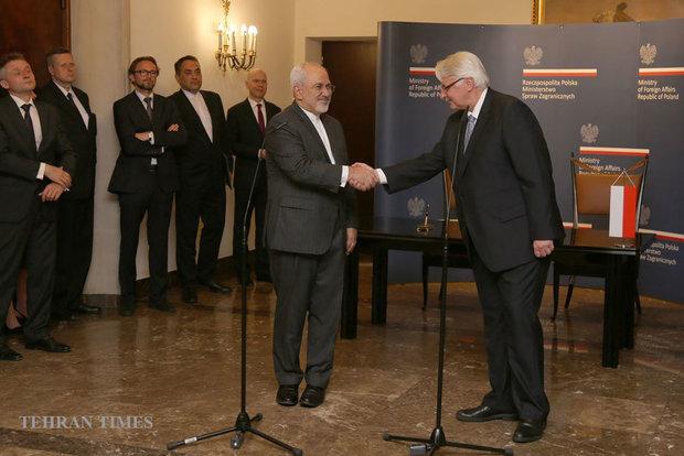 Zarif meets Polish officials on Monday