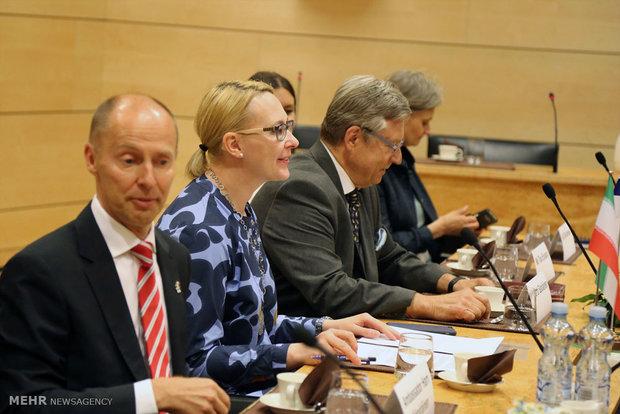 Zarif meets with Finland Parl. speaker