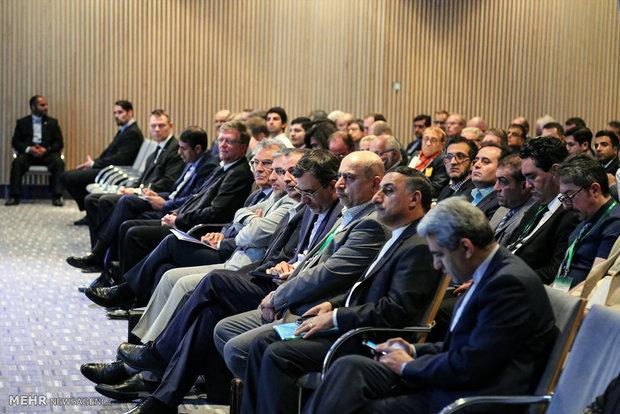 Zarif attends Iran-Finland Business Forum