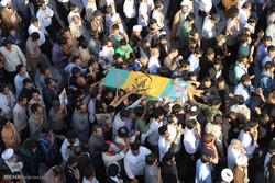 تشييع جثمان شهيدين من مدافعي الحرم في مدينة قم المقدسة