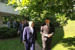 Zarif meets Latvian president