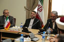 Lübnanlı düşünürlerin İran Dışişleri Bakanı ile görüşmesi