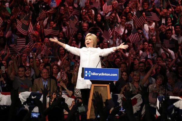 ہیلری کلنٹن امریکی صدارتی امیدوار بننے والی پہلی خاتون بن گئی