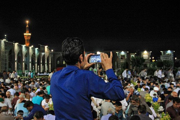 Thousands break fast at Imam Reza Shrine