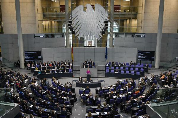 Almanya'dan ABD'nin Suriye saldırısına eleştiri