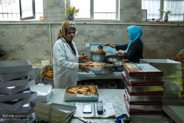Iranian women prepare Gushfil in Ramadan