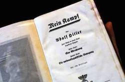 جنجال توزیع رایگان کتاب هیتلر در ایتالیا