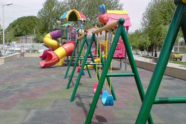 استانداردسازی زمینهای بازی و تجهیزات پارکها در استان بوشهر
