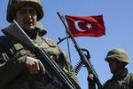 عناصر من الجيش التركي تضرب وتهين مواطنين سوريين