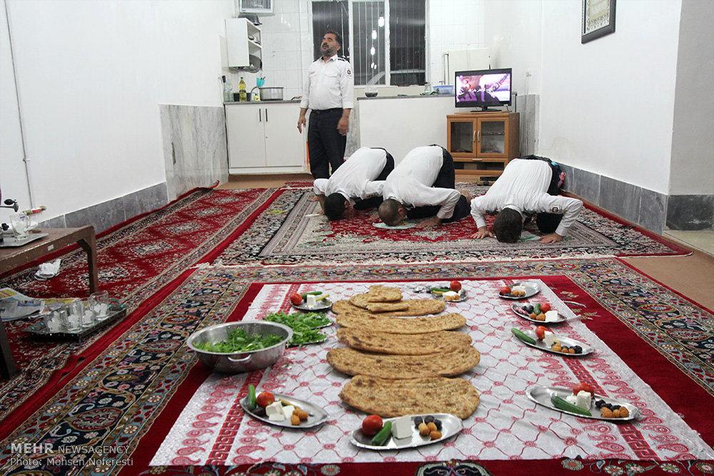ماه رمضان با آتش نشان ها