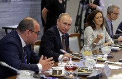 Pres. Putin meets heads of world's leading news agencies