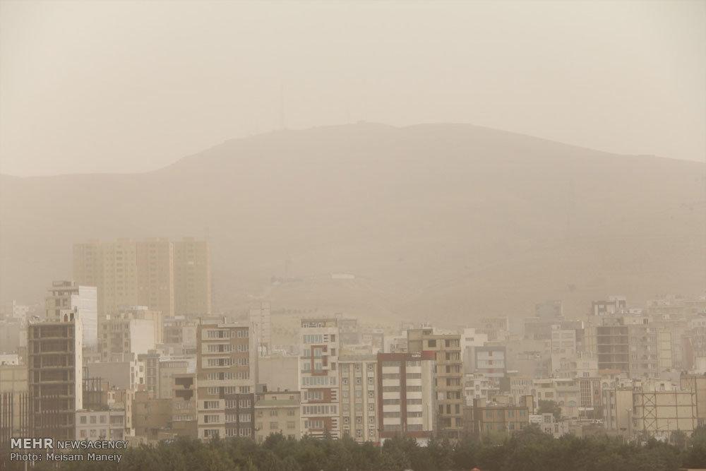 ریزگردها در آسمان کرمانشاه