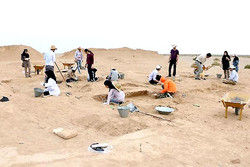 Excavation uncovers Ilkhanid-era pottery