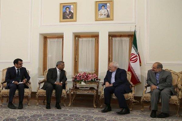 ظريف: إيران وباكستان تحكمهما علاقات إستراتيجية