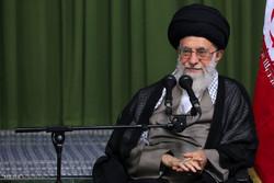 قائد الثورة: حاولوا أن يبقى الشعر الفارسي عفيفاً ومفعماً بالحكمة والأمل