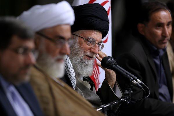 لقاء الشعراء مع قائد الثورة الاسلامية