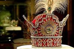 تاج همانندسازی شده «معمای شاه» به کاخ سعدآباد رسید