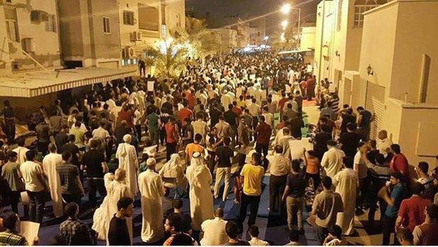 """البحرينيون في ليلتهم الثانية أمام منزل آيةالله قاسم: """"لن نرحل"""""""