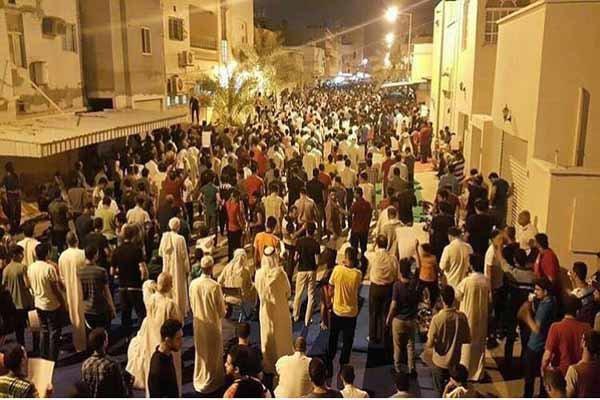 تداوم تحصن بحرینیها در مقابل منزل «شیخ عیسی قاسم»