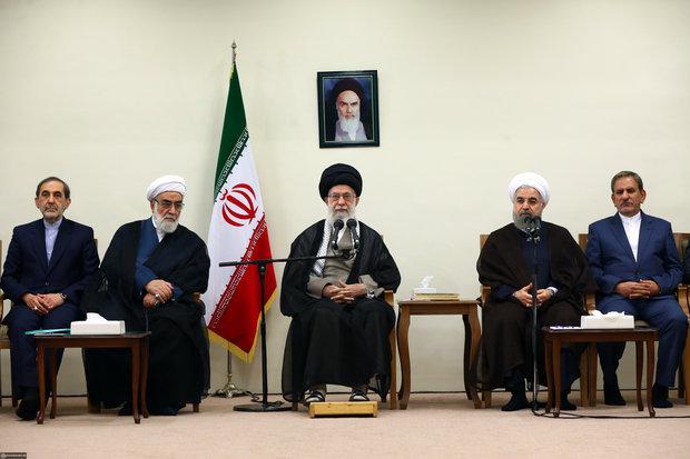 قائد الثورة يستقبل أعضاء الحكومة الإيرانية