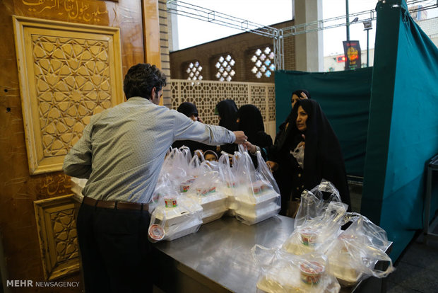 Iftar banquet at Shrine of Hazrat Masoumeh