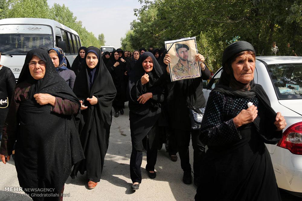 مراسم تشییع پیکر امین انصاری از جانباختگان حادثه شیراز