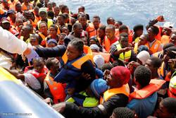 تارکین وطن کو ڈوبنے سے بچآنے کی کوشش