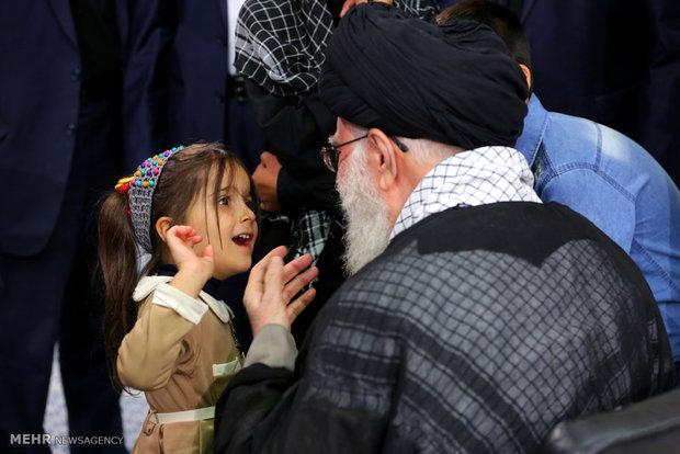 کودک خردسال به رهبر انقلاب چه گفت؟