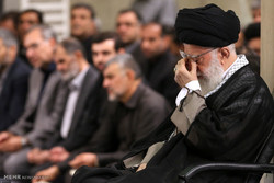 Leader attends Imam Ali's martyrdom mourning ceremony