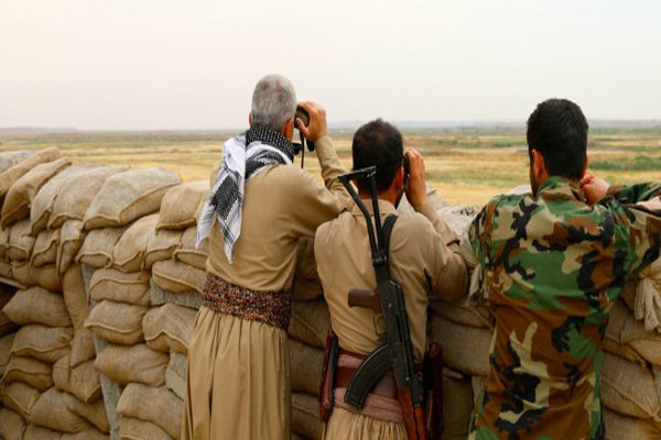 Iraqi military moves to take control of Kurdish borders