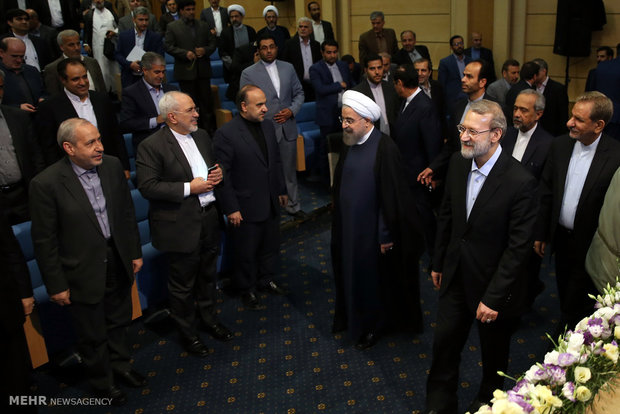 Rouhani meets with MPs at Iftar banquet