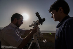 مشاهده هلال ماه با چشم مسلح در شامگاه جمعه/رمضان ۳۰ روزه است