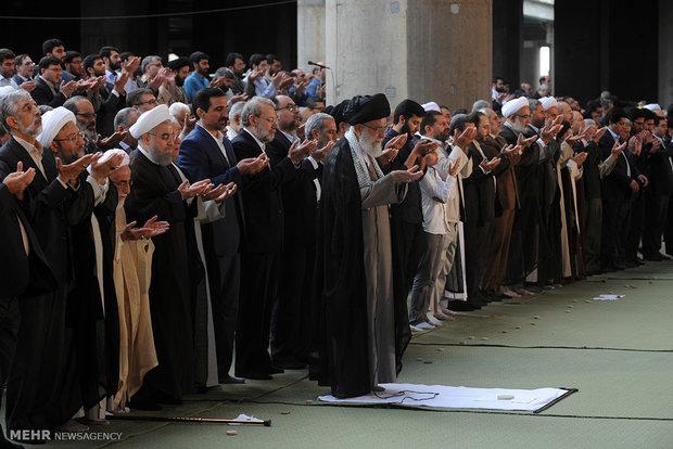 Ayat. Khamenei leading Eid al-Fitr prayer