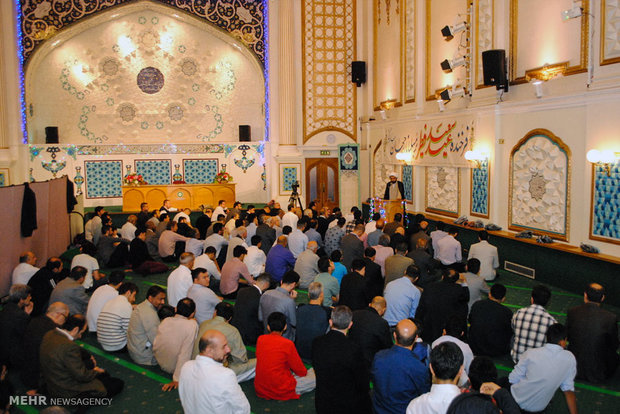 Eid al-Fitr prayers in Islamic Center of London