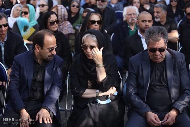 2134906 - گزارش مراسم تشییع پیکر مرحوم عباس کیارستمی با حضور هنرمندان و مردم