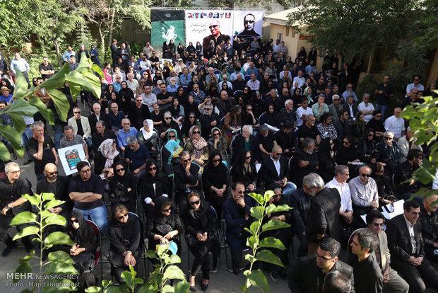 2134913 - گزارش مراسم تشییع پیکر مرحوم عباس کیارستمی با حضور هنرمندان و مردم