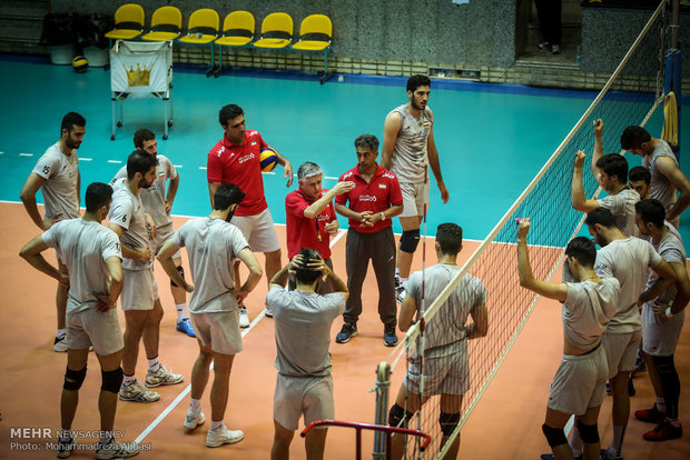 Lozano announces volleyball national squad members