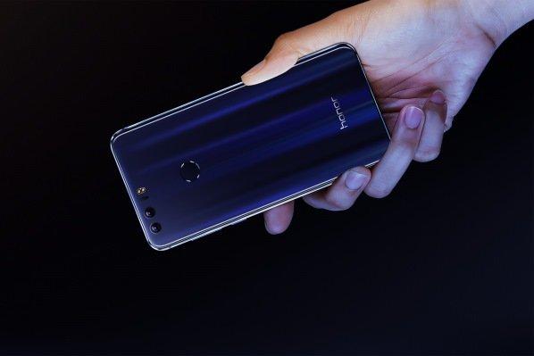 رونمایی از یک گوشی هوشمند با بدنه شیشه ای
