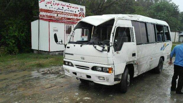واژگونی مینیبوس حامل سربازان در نوشهر/ یک سرباز کشته شد