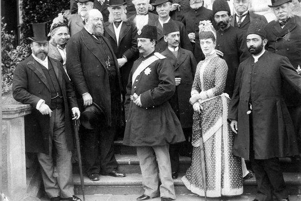 ناصرالدین شاه عامل تغییر سریع لباس ایرانیان بود