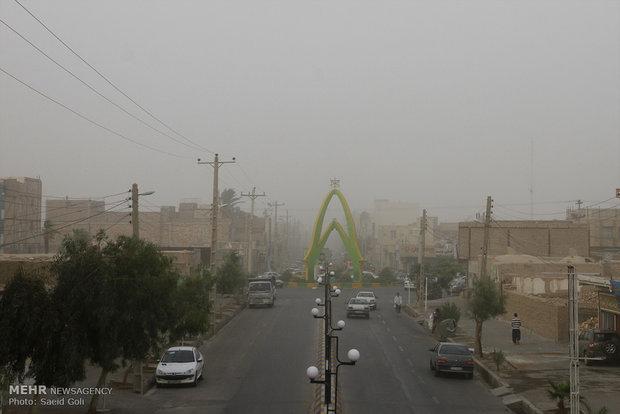 وزش باد با سرعت ۸۸ کیلومتر برساعت در زابل/ طوفان ادامه دارد,