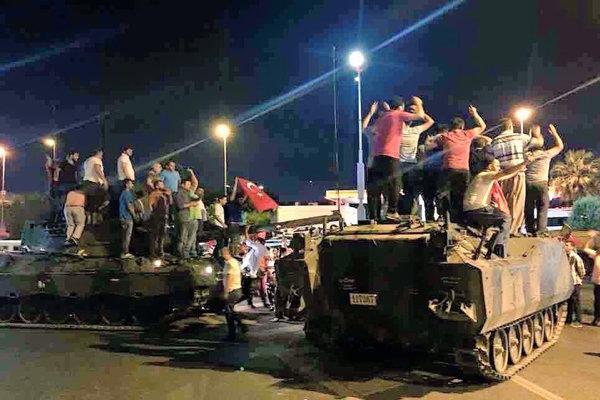 ترکی میں فوجی بغاوت ناکام/اب تک 90 افراد ہلاک/1150 افراد زخمی/ 1500 باغی فوجی گرفتار