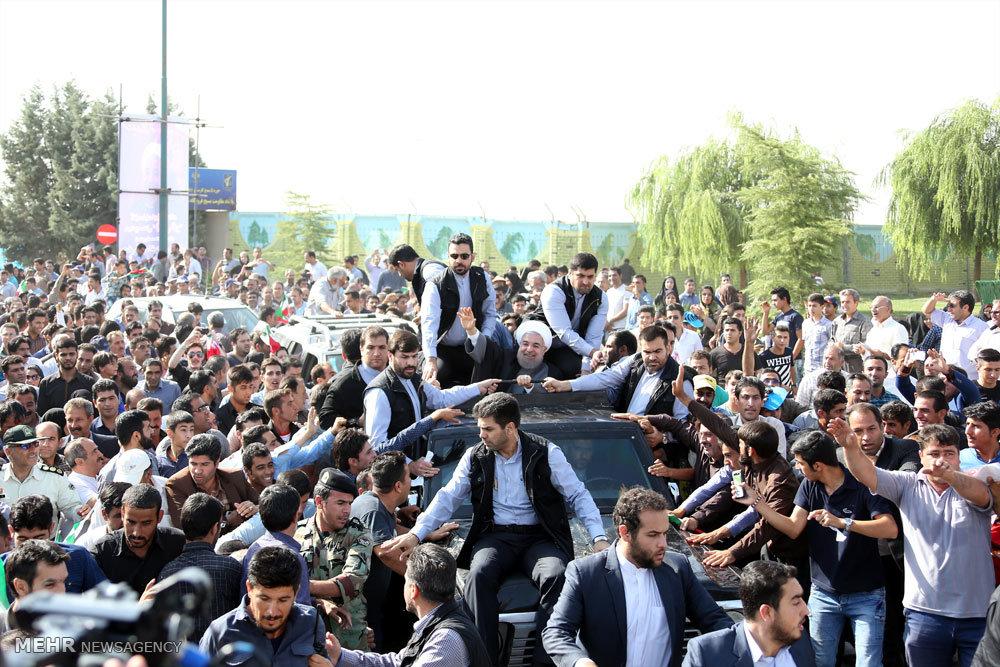 استقبال مردم کرمانشاه از حسن روحانی +تصاویر,عکس های استقبال مردم کرمانشاه از حسن روحانی,حسن روحانی در کرمانشاه