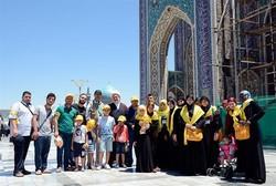 عوائل شهداء الدفاع عن حرم السیدة زینب (س) في حزب الله یزورون مرقد الامام الرضا(ع)