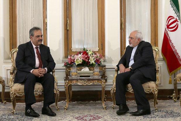 ظريف: نأمل في توسيع العلاقات بين طهران وإسلام آباد