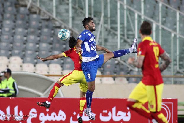 مباراة استقلال ونفط طهران