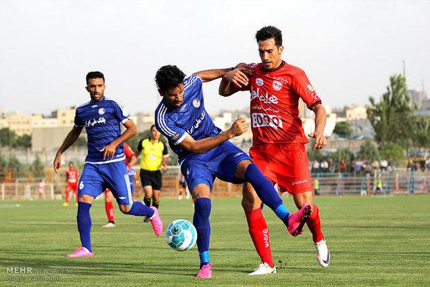 دیدار تیم های فوتبال تراکتورسازی و استقلال خوزستان
