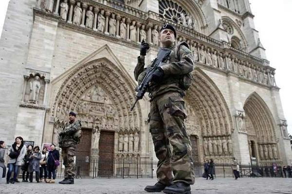 """القضاء الفرنسي يتراجع ويعلق قرار منع ارتداء """"البوركيني"""" بعد تزايد الانتقادات"""