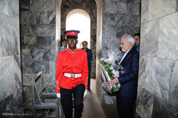 بازدید محمدجواد ظریف وزیر امور خارجه از آرامگاه قوام نکرومه، رهبر استقلال جمهوری غنا